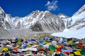 China to cap number of Everest climbers due to clean-up drive