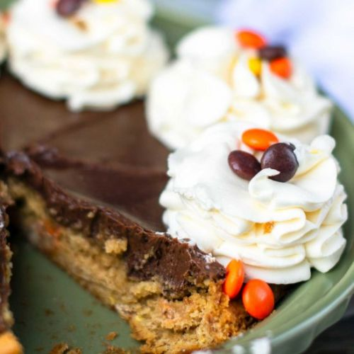 Peanut butter chocolate Reese's Pie