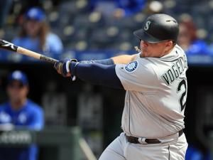 M's now 13-2 after topping Royals in 10; Cards sweep Dodgers