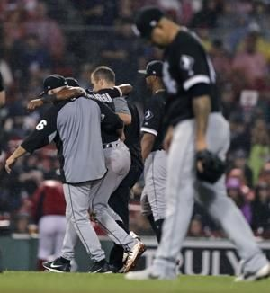 White Sox shortstop Tim Anderson sprains ankle, exits game