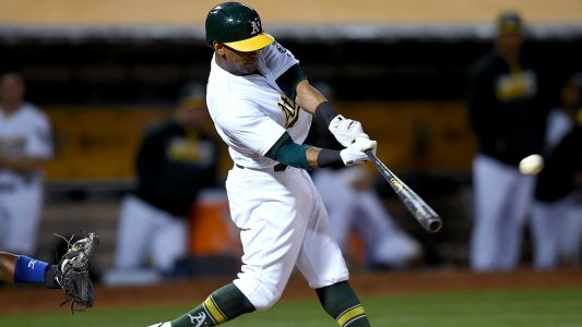 MLB hot stove: Khris Davis eyeing long-term deal with Athletics