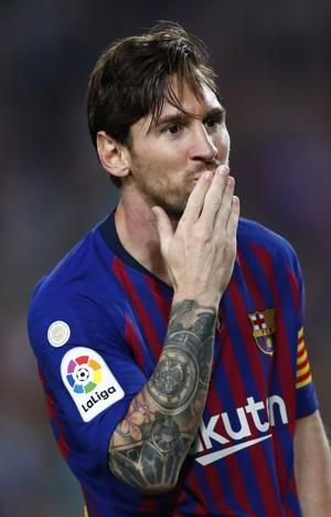 Messi leaves Barcelona match with right elbow injury