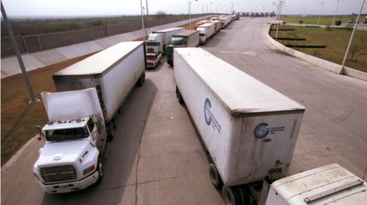 Shipping Industry Pushes For Law Allowing 18-Year-Olds To Drive Big Rigs Across State Lines