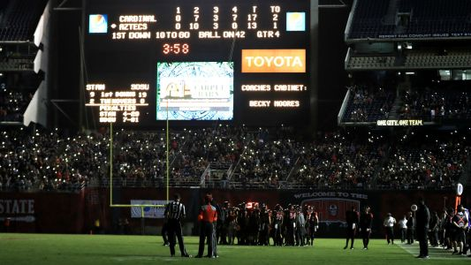 Lights go out at San Diego Stadium during Stanford-SDSU game