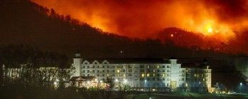 Wildfire forces evacuation of over 14K as blaze threatens tourist town in Tennessee