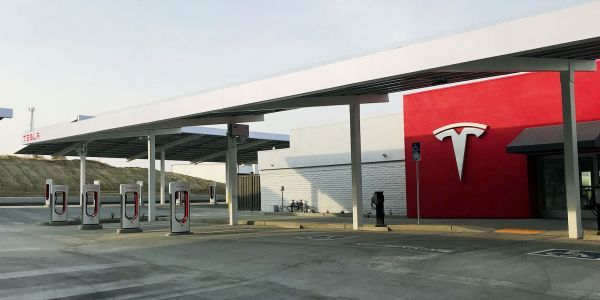 Tesla's largest US Supercharger station has a plush, private customer lounge in the middle of a folksy California town - take a look inside