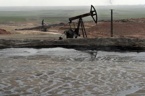 Shadowy U.S. firm secures deal for Syrian oil