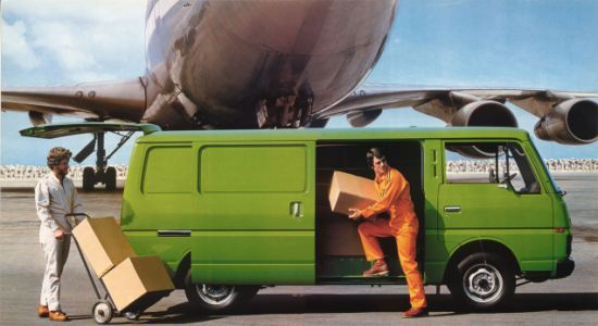 I don't know exactly what's going on here with these guys and that Nissan Urvan, but that guy in ora