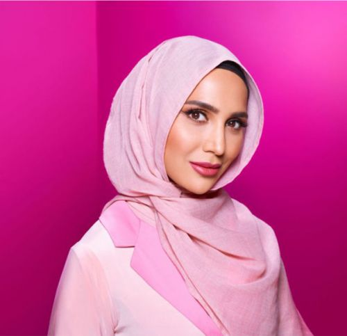 L'Oreal's Hijab-wearing model Amena Khan quits campaign after Twitter backlash