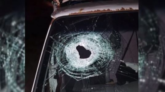 Teens questioned after rock thrown from overpass kills man