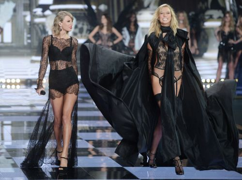 Besties No More? Taylor Swift Wasn't At Karlie Kloss' Wedding - But She Had A Good Excuse