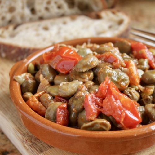 Fava beans and tomatoes - italian