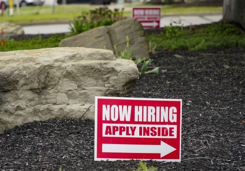 U.S. unemployment claims drop to 473,000, marking another pandemic low