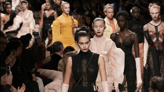 Fendi Puts a Futuristic Spin on the '40s Femme Fatale for Fall 2020