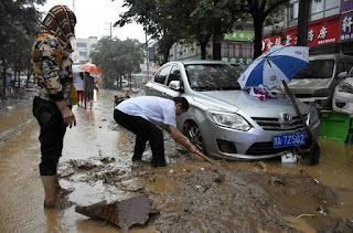 China's Zhengzhou begins cleanup after deadly storms