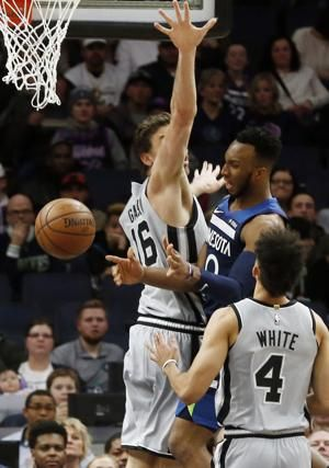 Popovich ties Riley for road wins; Spurs beat Wolves 116-113