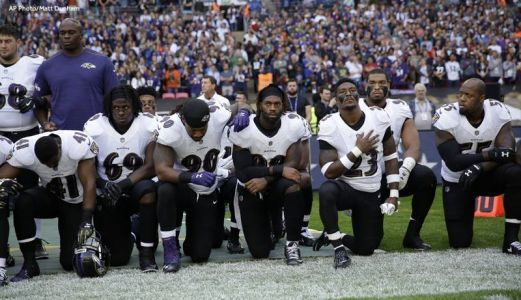 NFL players' protests draw strong, mixed reaction