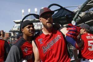 Pence activated from IL by Rangers, Calhoun back to minors