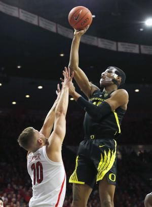 White scores 16, Oregon holds off Arizona 59-54