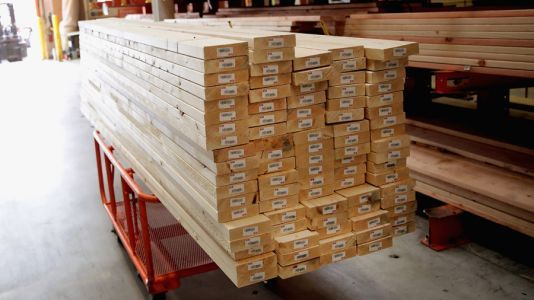 Single-family homes increase in price by $36,000 due to lumber shortage: study