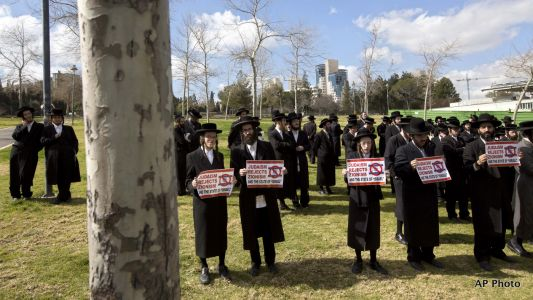 """""""We Will Not Serve in Your Army!"""" Orthodox Jews in Jerusalem Beaten, Arrested for Refusing Draft"""