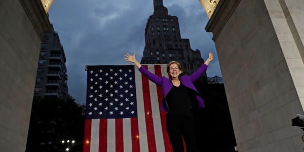 Thousands flooded a Manhattan park to see Elizabeth Warren in her biggest rally to date, and her selfie line after lasted almost 4 hours