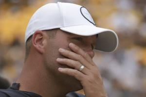Seeing Brees and Big Ben on sideline is very odd