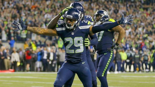 Watch: Earl Thomas bows to Cowboys' sideline after 2nd interception