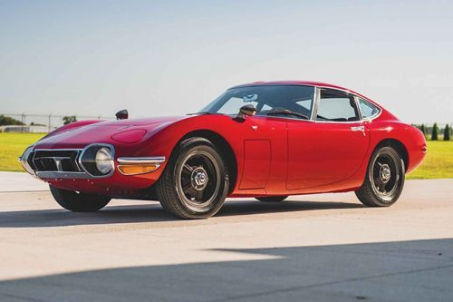 The 1967 Toyota 2000GT is The Only Japanese Car That James Bond Has Driven