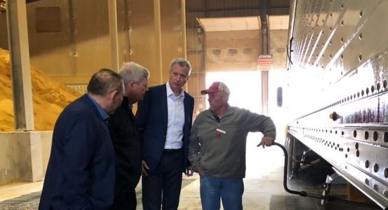 De Blasio praises biofuels, promises more recycling at first Iowa stop