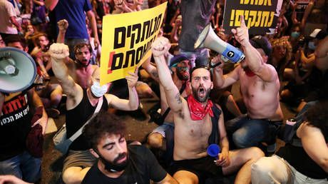Tens of thousands of Israelis protest Netanyahu's handling of Covid-19 crisis