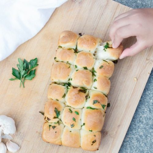 Appetizing Cheesy Pull Apart Bread