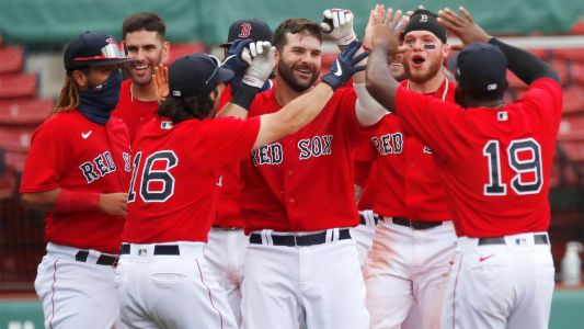 Mitch Moreland hits walk-off homer to lift Red Sox past Blue Jays