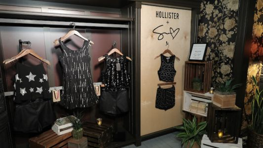 "Twitter User Opens up About The ""Trauma"" He Experienced Shopping at Hollister and A&F and It's Real AF"