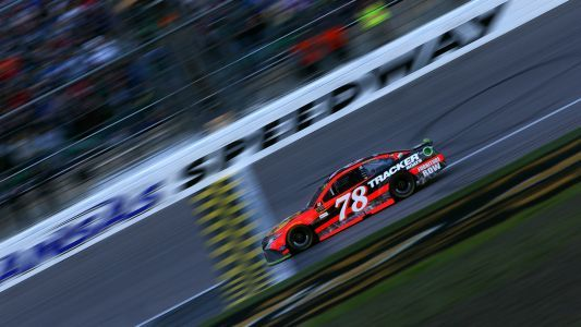 NASCAR at Kansas: Odds, fantasy advice, prediction, sleepers, drivers to watch for Hollywood Casino 400