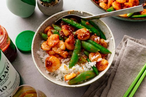 15 Minute Spicy Shrimp and Snap Pea Stir Fry
