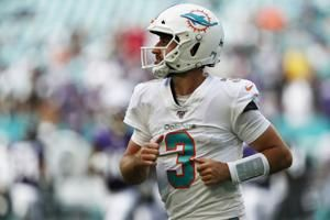 QB Rosen says he'll try to provide spark Dolphins badly need