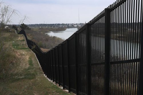 Judge rebuffs Trump administration over border wall funding