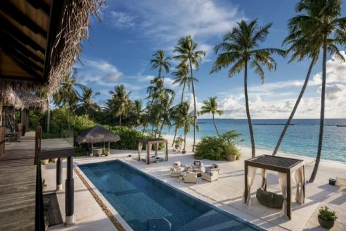 A Luxury Guide to Island-Hopping in The Maldives