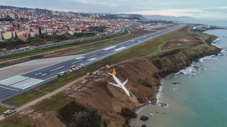 Plane hangs horrifyingly close to Black Sea after runway slip