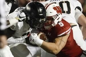 Chenal's big game helps Wisconsin outlast Army 20-14