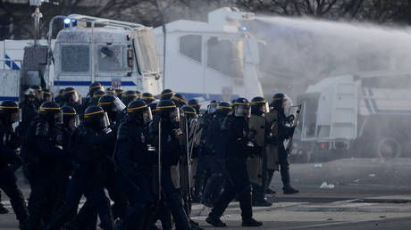 France strike: Police in Rennes use water cannons to disperse protesters