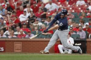 Brewers knock Cardinals out of 1st place with 5-3 win