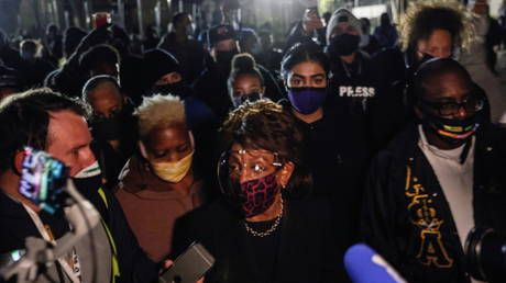 'We've got to get more confrontational!' Rep. Maxine Waters shows up in Brooklyn Center, slams curfew & leaves before it kicks in