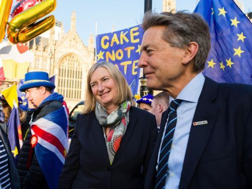 Labour's Ben Bradshaw says several anti-Kremlin activists and journalists have been targeted by Russian hackers in the middle of the election