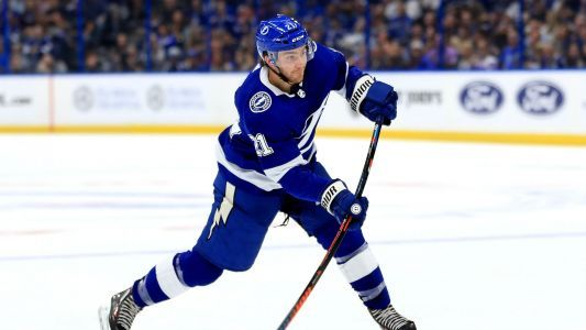 Brayden Point goes natural with hat trick for Lightning in victory