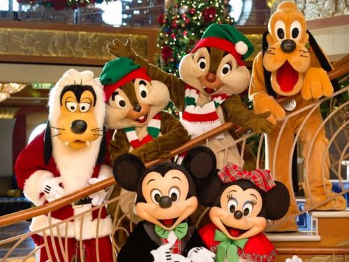 21 magical photos that show what it's like to celebrate Christmas at Disney