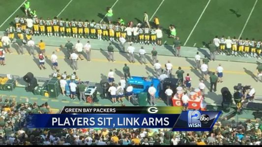 Packers players have peaceful protest during national anthem