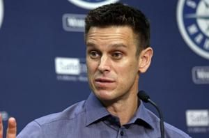 Mariners GM Jerry Dipoto pulls off trade from hospital bed