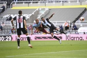 West Ham twice squanders lead, draws 2-2 at Newcastle in EPL
